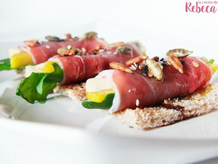 envueltos de jamon con melocoton y verduas, aperitivos de verano, pinchos morunos, pinchos tapas en fotos bonitas