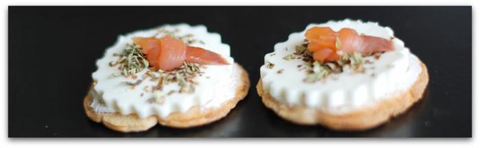 canapes con queso y salmon ahumado, aperitivos de verano, pinchos morunos, pinchos tapas, ideas de comidas faciles de hacer