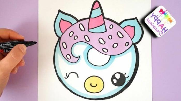 unicornio kawaii com cara oval y un cuerno en azul y rosado, dibujos para colorear de unicornios, como dibujar un unicornio
