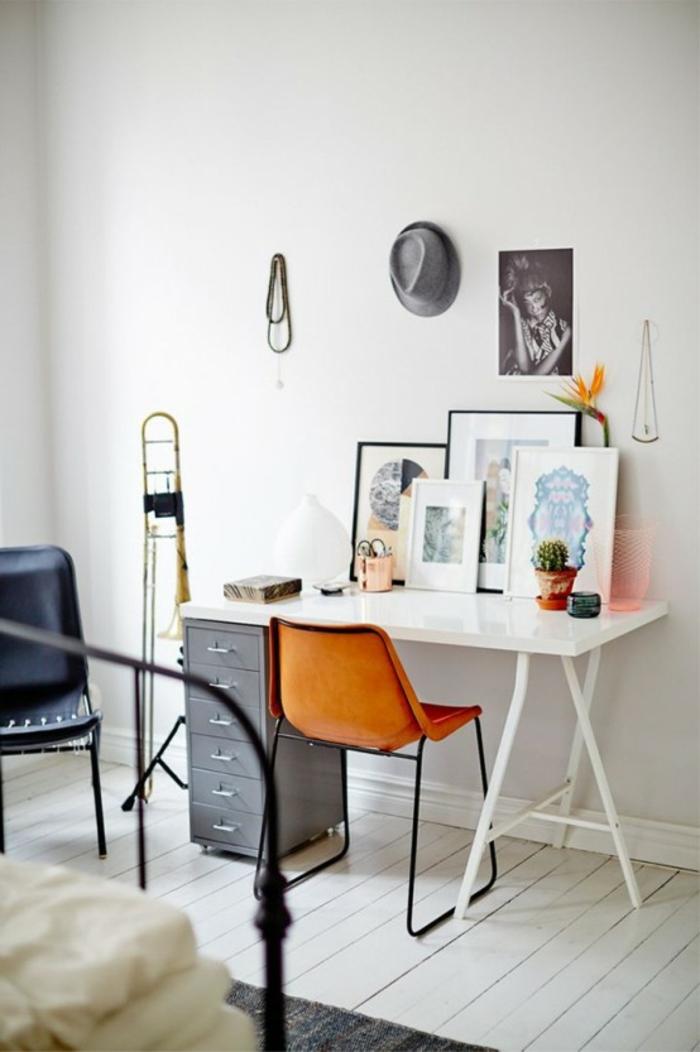 pequeño espacio con un escritorio para travajar desde casa, fotos de oficinas pequeñas decoradas con encanto