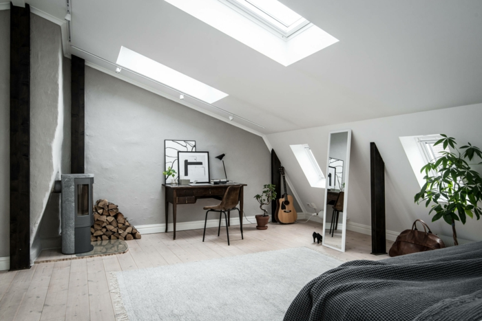 dormitorio zon zona con escritorio para teletrabajar, buhardilla decorada con mucho en encanto en bonitos colores