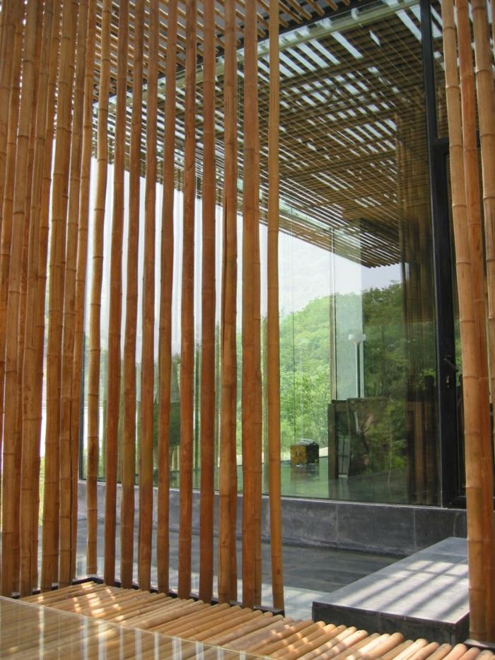 separador de ambientes exteriores hechos con bambú, decoracion con palos de bambu, fotos de muebles y decoracion con bambu