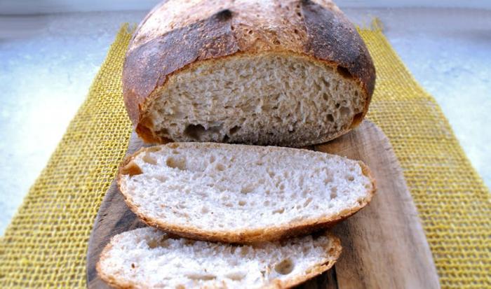 pan integral rustico con corteza, hacer pan en casa, fotos de panes caseros ricos y faciles de hacer, ideas para hacer pan