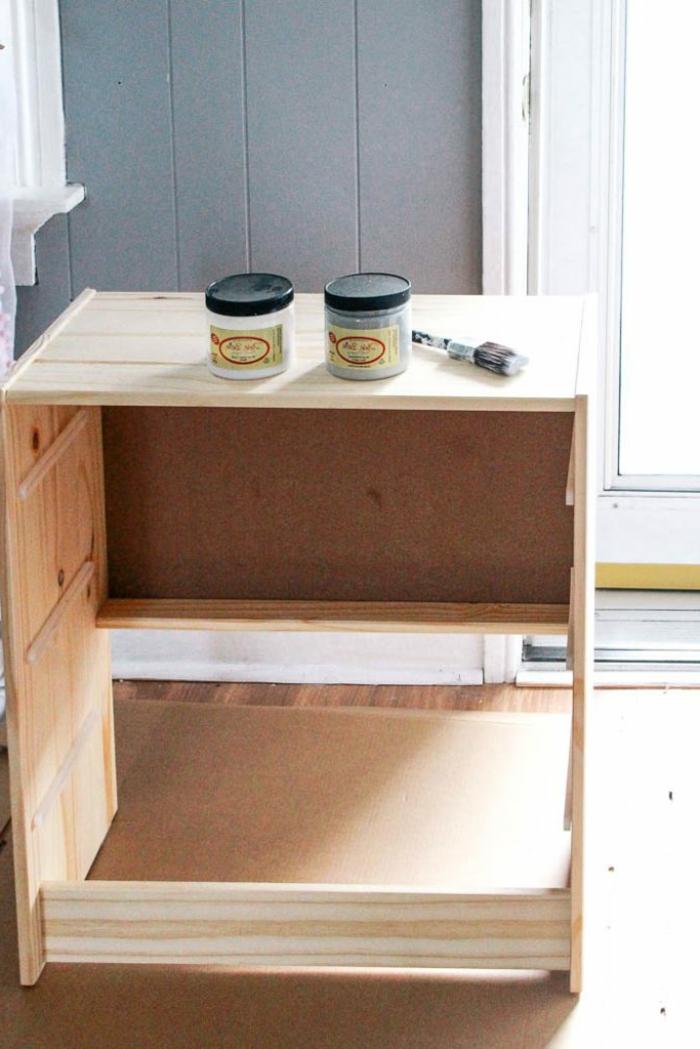 muebles pintados a la tiza antes y despues, cofre pintado en color blanco desgastado, ideas de muebles renovados