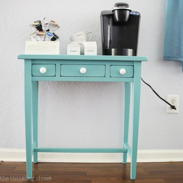 muebles pintados a la tiza antes y despues, mesa pintada en color verde brillante con acabado mate, muebles pintados a la tiza antes y despues