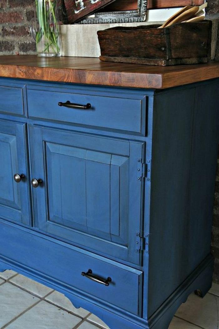 cofre pintado en color azul acabado mate, muebles pintados a la tiza antes y despues, fotos de muebles decorados