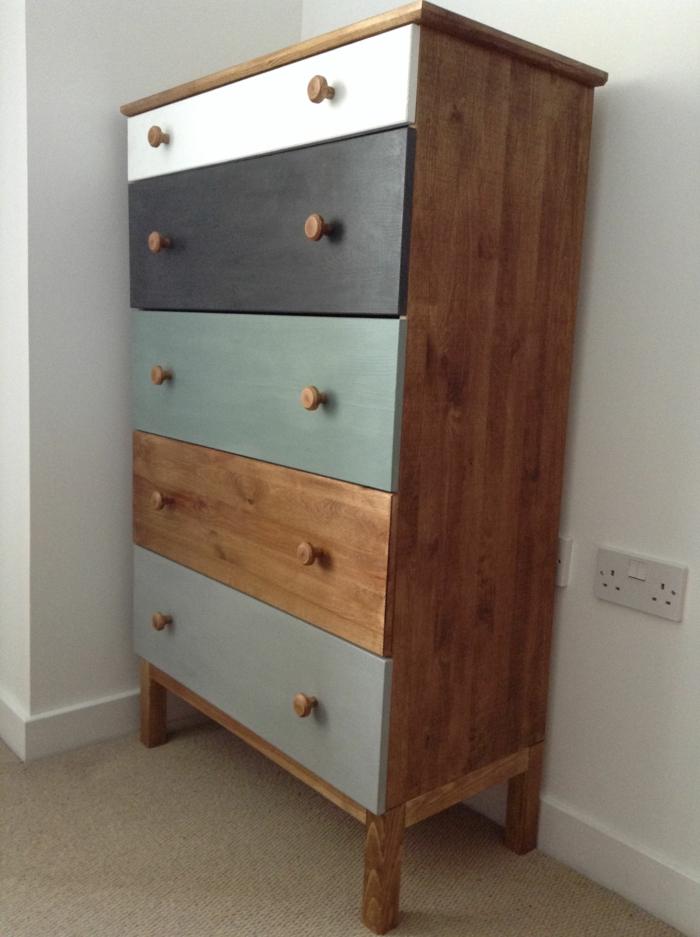armario pintado en diferentes colores, muebles pintados con pintura a la tiza, cofre bonito renovado, colores pintura a la tiza