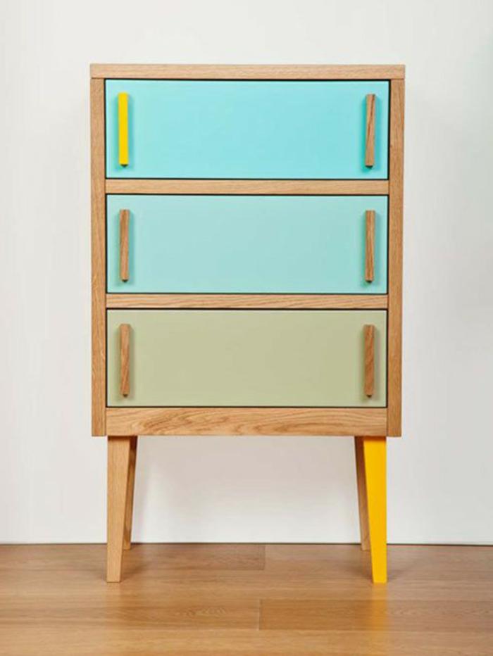 cofre de madera pintado en colores vibrantes, decorar la casa en colores hermosos, muebles pintados con pintura a la tiza