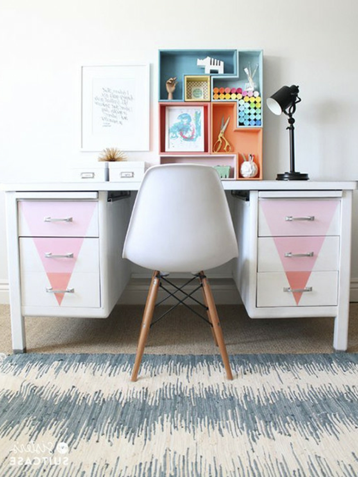 escritorio pintado con pintura a la tiza con detalles originales, muebles pintados con pintura a la tiza, fotos de salones decorados