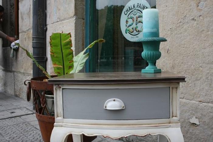 mesa de madera con encimera bonita, fotos de muebles de epoca renovados, muebles pintados con pintura a la tiza