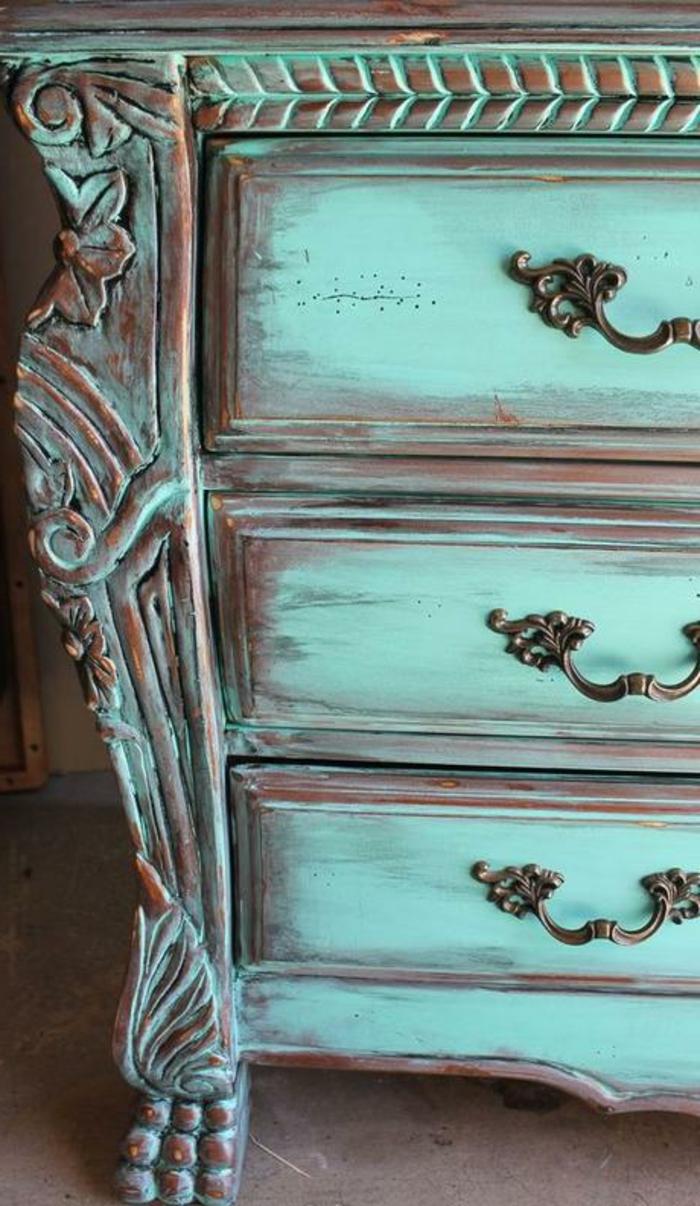 decoracion de muebles en bonitos colores, cofre pintado en verde vibrante con efecto desgastado, ideas de decoracion muebles