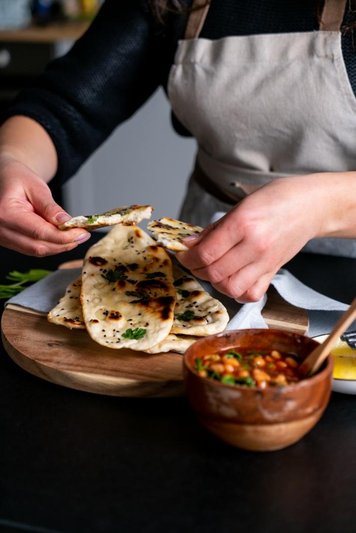 receta pan casero paso a paso, como hacer pan naan con ajo y perejil, ideas de recetas caseras faciles y rapidas, fotos de recetas
