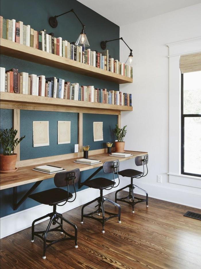 espacio decorado con mucho estilo, como amueblar un despacho en casa paso a paso, paredes en color verde oscuro y bonitas estanterias