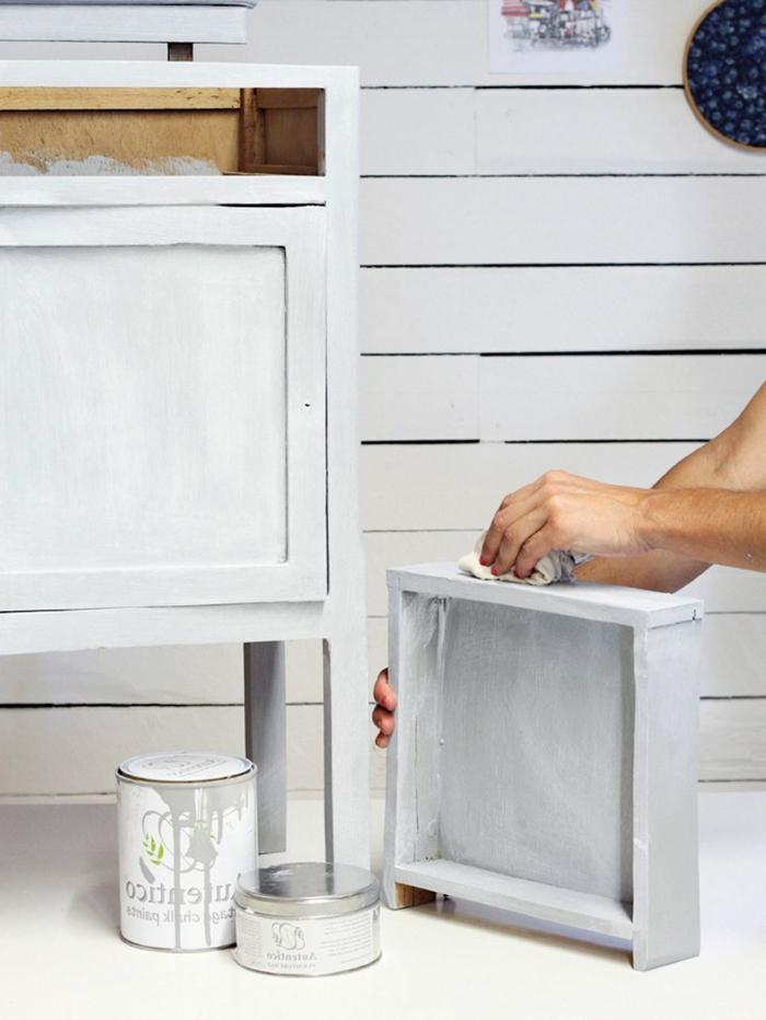 muebles pintados en color blanco con efecto desgastado, restaurar muebles, como pintar un mueble de madera, fotos de muebles