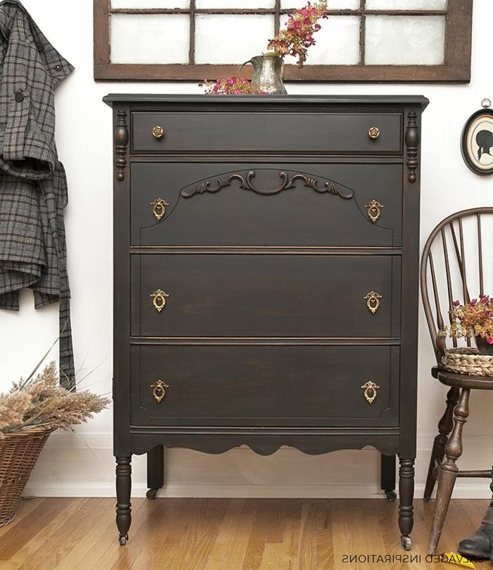 restaurar muebles, como pintar un mueble de madera, cofres pintados en colores oscuos, ideas de espacios en estilo vintage