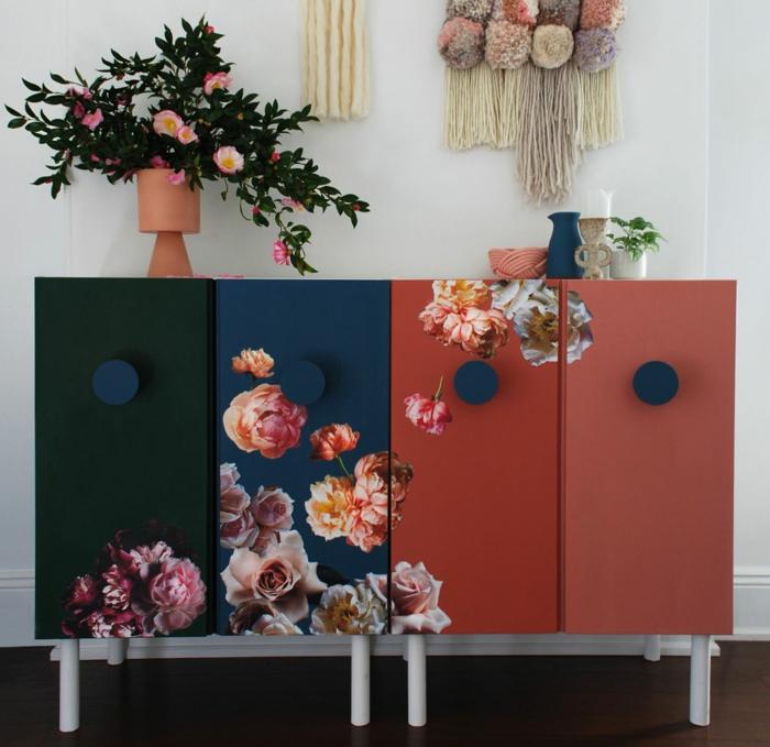 dos armarios pintados en negro, azul y rojo co bonitos colores, restaurar muebles, como pintar un mueble de madera