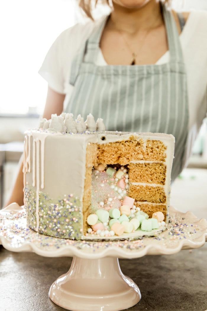 tarta sorpresa llena de caramelos, ideas de tartas originales y faciles de hacer en casa, fotos de tartas caseras ricas