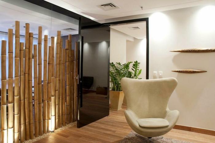como hacer un separador de ambiente de palos de bambu, ideas para decorar la casa, fotos de decoracion con bambu