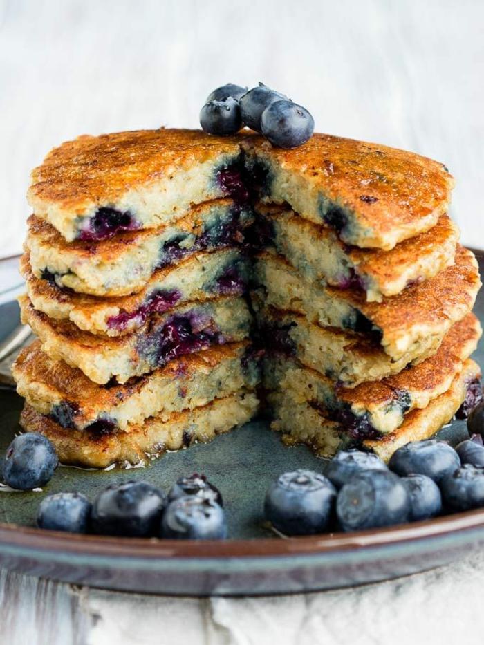 tortitas esponjosas con arandanos, tortitas de avena, ideas sobre como hacer panqueques ricos y faciles de hacer en fotos