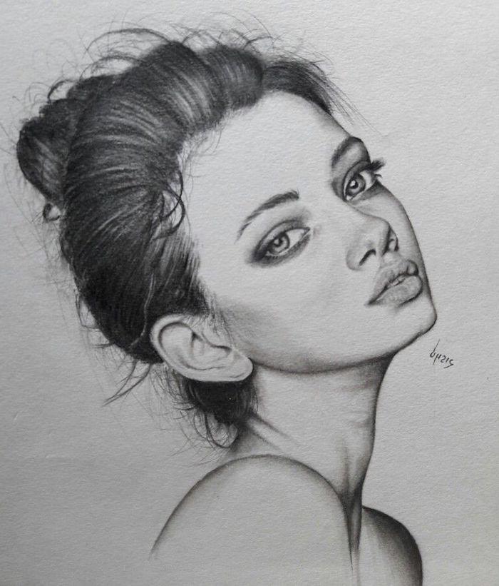 fenomenales ideas sobre como dibujar una mujer, fotos de mujeres, dibujo de mujer con pelo recogido, dibujos realistas