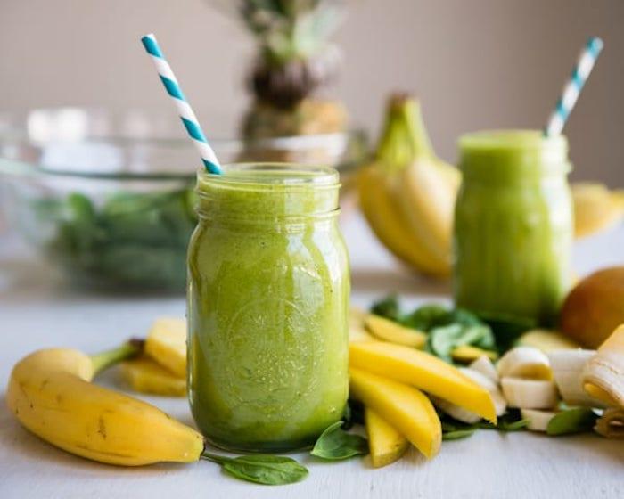 como hacer un batido verde paso a paso, ideas de recetas de smoothies ricos y faciles de preparar en casa