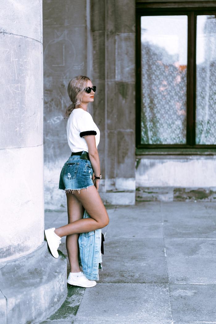 alucinantes ideas de outfits tumblr blanco camiseta deportiva zapatillas gafas pelo recogidooutfits tumblr