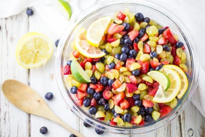 ensaladas de frutas originales, fotos de ensaladas originales y sanas, postres faciles para impresionar, ideas de ensaladas