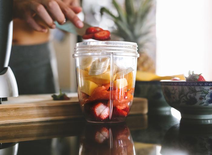 como hacer batidos de frutas paso a paso, ideas de recetas caseras de smoothies con frutas y verduras en casa