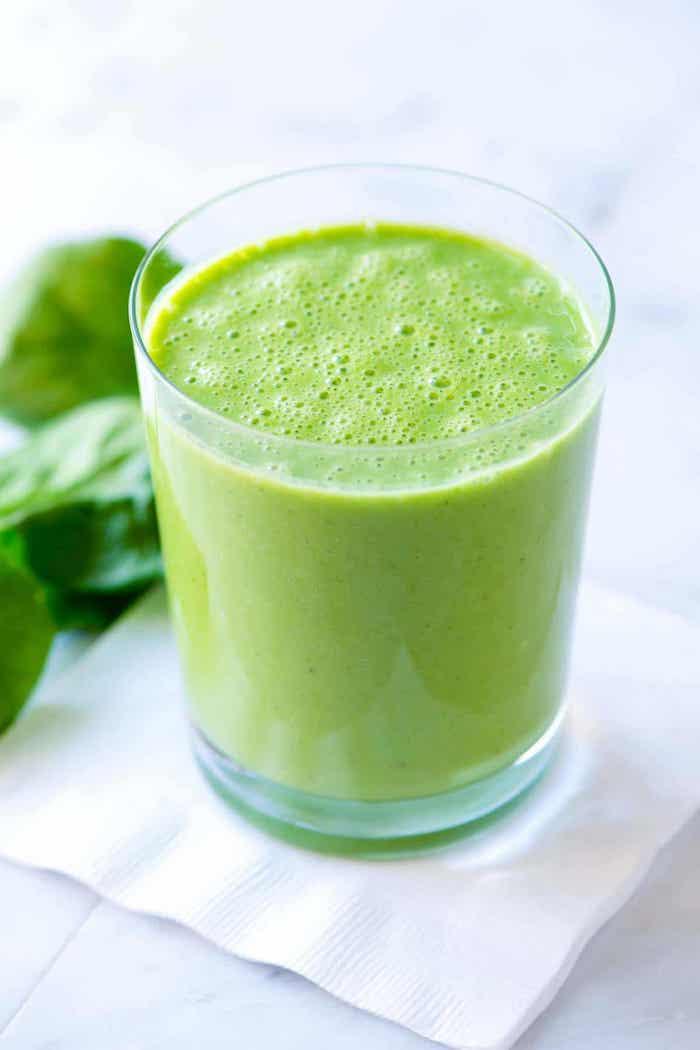como hacer un batido verde detox, ideas de recetas originales de batidos verdes con espinacas, fotos de recetas