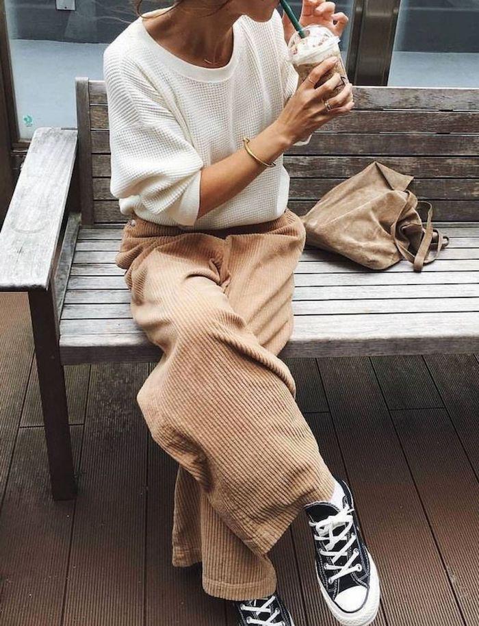chica con jersey blanco pantalon de peluche en beige ideas de fotos de chicas tumblr fotos de prendas