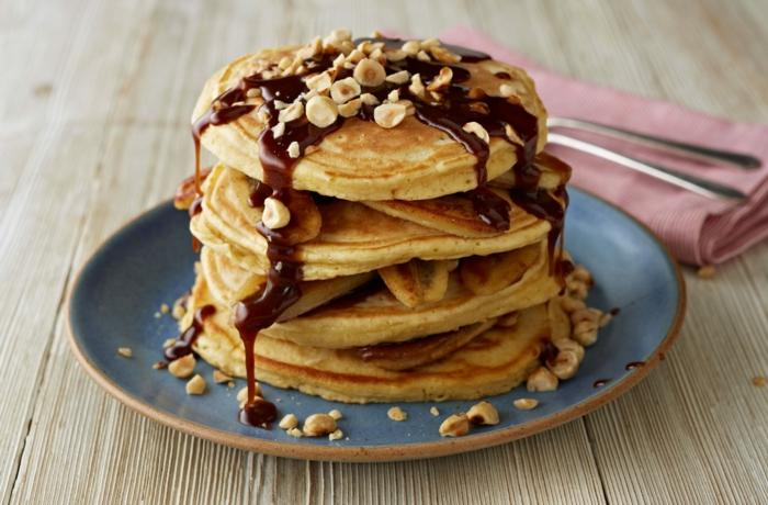 crepes eponjosos con caramelo derretido y avellanas, como hacer tortitas americanas, como hacer tortitas caseras, tortitas veganas