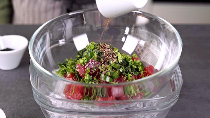 como hacer tuna tartar paso a paso ingredientes para hacer recetas con atun aguacate ideas de recetas caseras