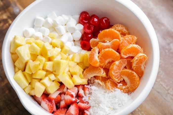 ralladura de coco, mango, mandarinas y marshmallow, ideas de recetas de postres con frutas, postres faciles para impresionar