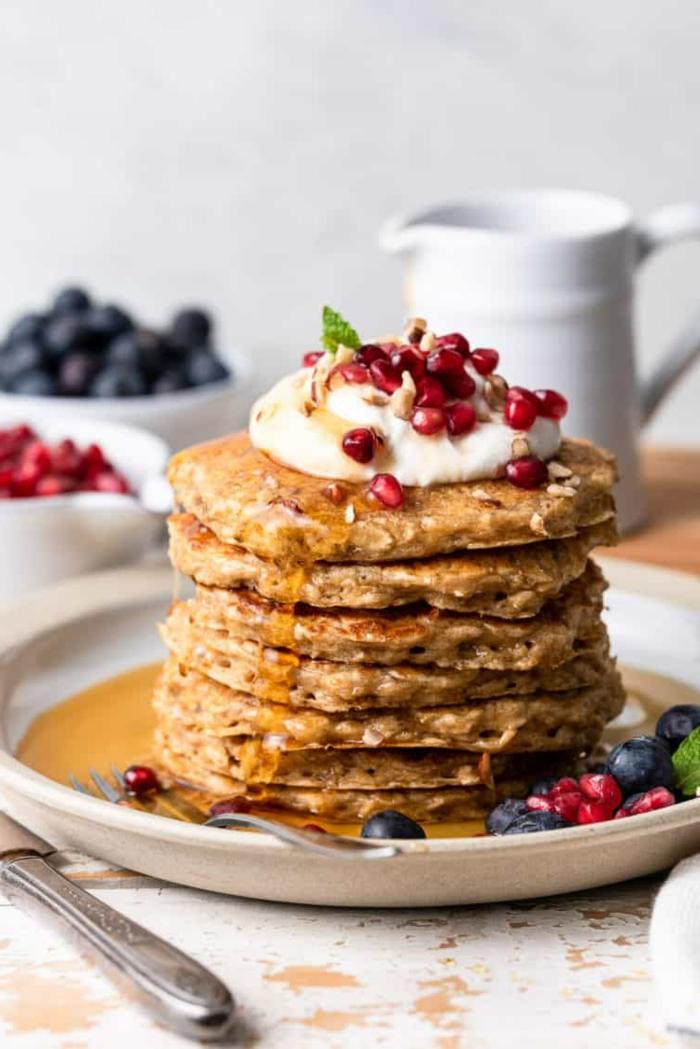como hacer panqueques esponjosos con frutas, recetas con copos de avena, recetas con harina de avena, desayunos saludable