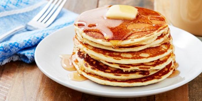 panqueques con miel y mantequilla derretida, como hacer tortitas caseras saludables, fotos con ideas de tortitas de avena
