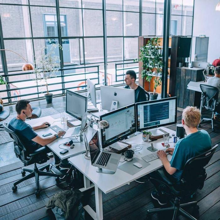 espacio de trabajo abierto oficina ordenadores que es una herramienta de colaboracion bebeficios