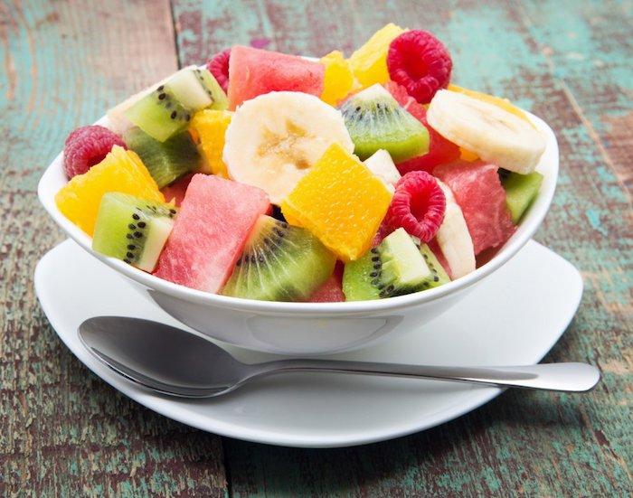 ensaladilla de kiwi, sandia, frambuesas, receta de ensalada de frutas, macedonia de frutas paso a paso, fotos de ensaladas
