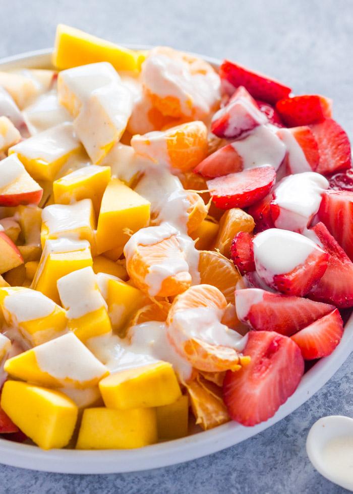 mango, fresas y nata, originales ideas de ensaladas con frutas, como hacer ensaladas frescas y nutritivas paso a paso