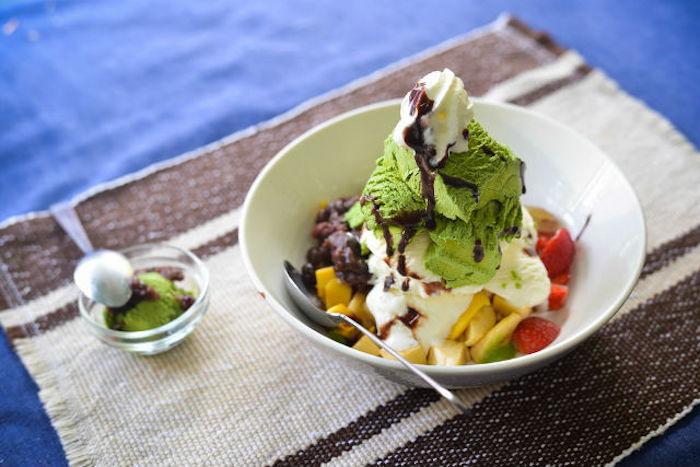 hierbabuena helado de vainilla con frutas postres ricos y saludables con helado frutas como hacer helado