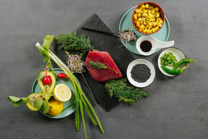 ingredientes para preparar tartar de atun con aguacate ideas de entrantes faciles para sorprender verdruras atuna aguacate cebolla