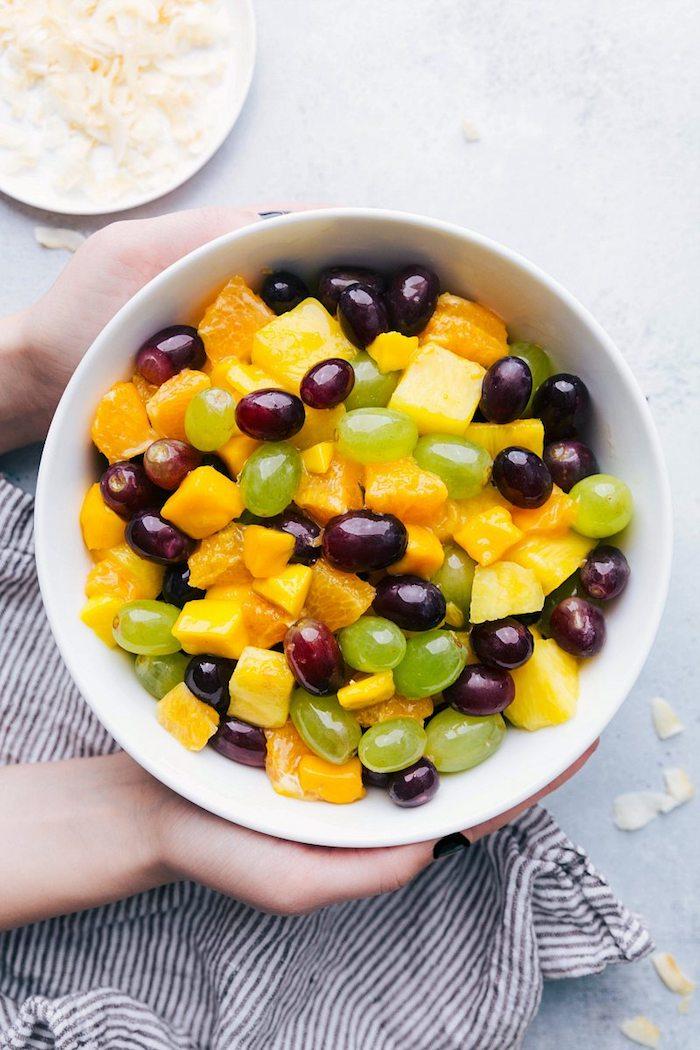 deliciosas propuestas de ensaladas con uvas, mango y naranja, ideas sobre como hacer una ensalada rica y sana
