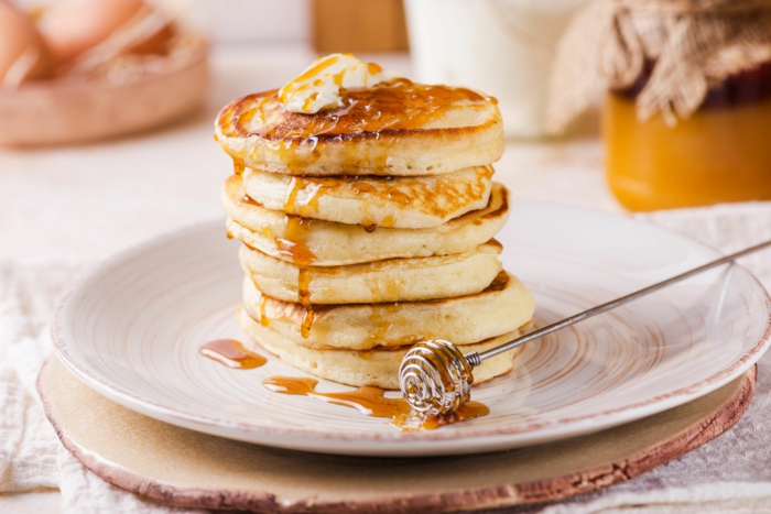 tortitas esponjosas y faciles de hacer en casa, como hacer tortitas americanas, como hacer tortitas caseras, tortitas veganas