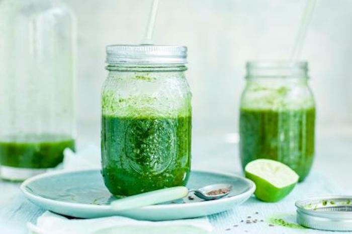 batidos verdes con verduras y lima, ideas de recetas caseras de batidos en fotos, como hacer un batido saludable