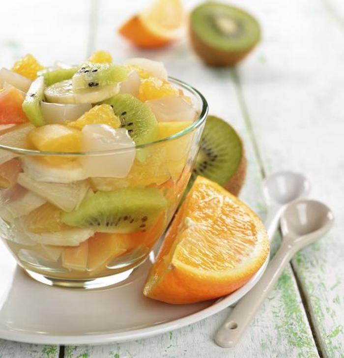 como hacer una pequeña ensalada con frutas, ideas de ensaladas para merendar ricas y faciles, ensalada exotica