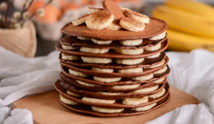 tarta de panqueques con cacao, platano y cacao en polvo, como hacer tortitas americanas, como hacer tortitas caseras, tortitas veganas
