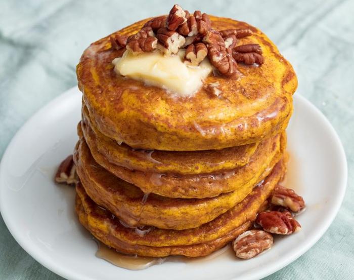 panqueques esponjosos con pantequilla y nueces, como hacer panqueques de calabaza, recetas con copos de avena, recetas con harina de avena