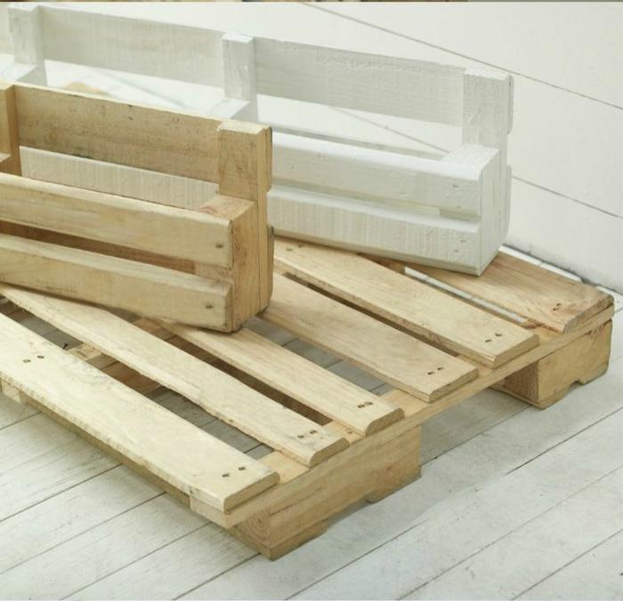 1 tres paletes de madera ideas de estantes con palets muebles de palets para la casa y el jardin ideas bricolaje