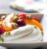 1 yogur frutas nueces melocotones ideas de postres ligeros y frescos para combatir el calor en verano