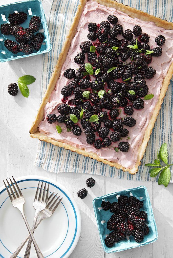 a preparar una tarta con moras crema color rosado ideas de tartas caseras faciles de hacer