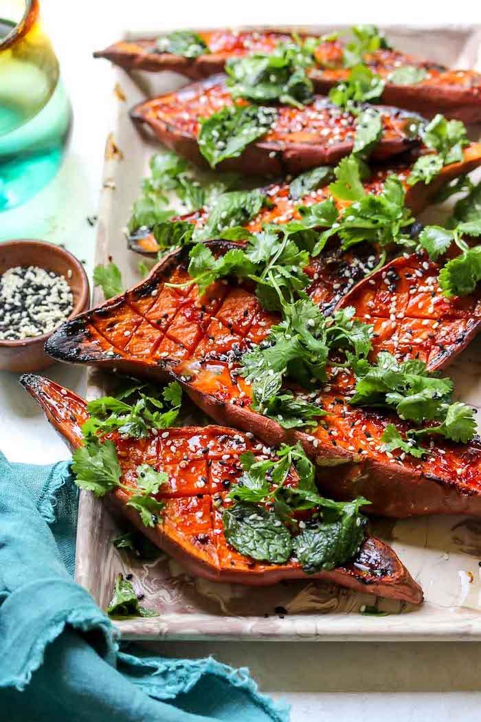apetitosas propuestas batatas al horno con semillas de sesamo verduras y perejil como cocinar boniato